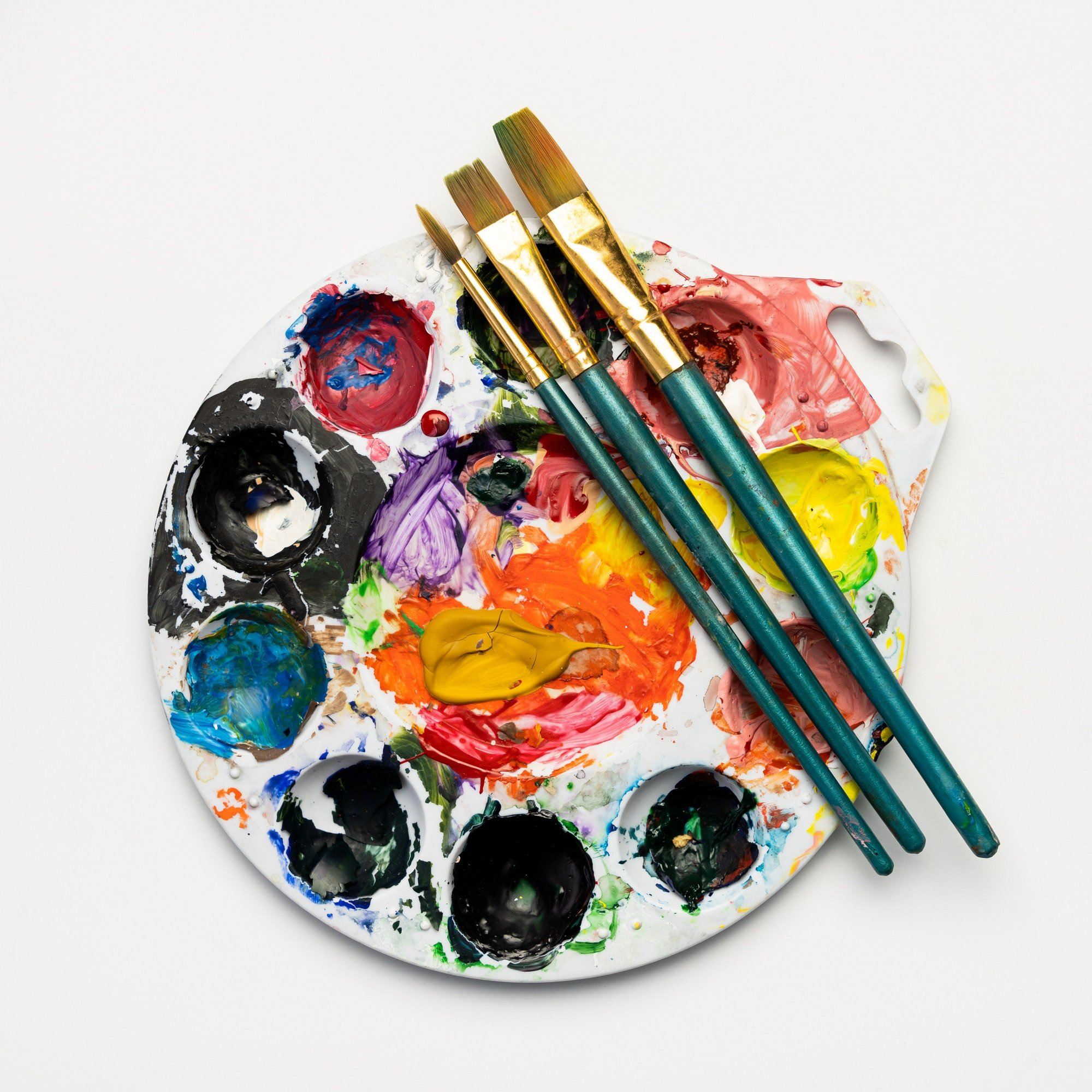 Color mixing plate and paintbrushes